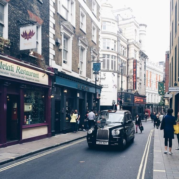 10 ideas for street photo in London - Ok But First Coffee - Black Cab